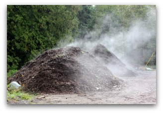 organic fertilizer being made from compost