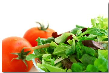 fresh leaf lettuce salad with tomatoes